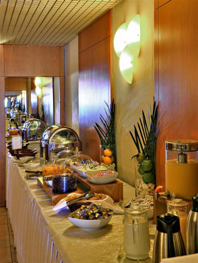 Esperia Hotel - Хранене